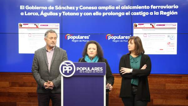 Yolanda Muñoz junto a los portavoces del PP en Lorca y Águilas, Ángel Meca e Isa