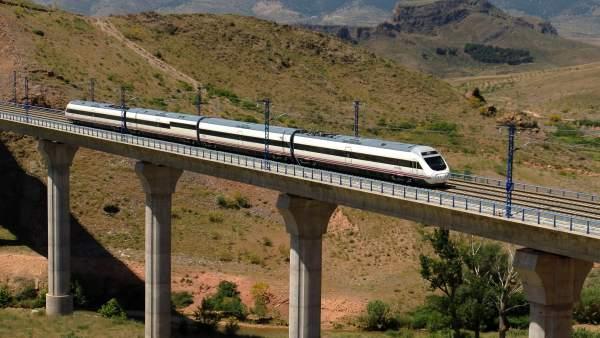 Tren Alvia.