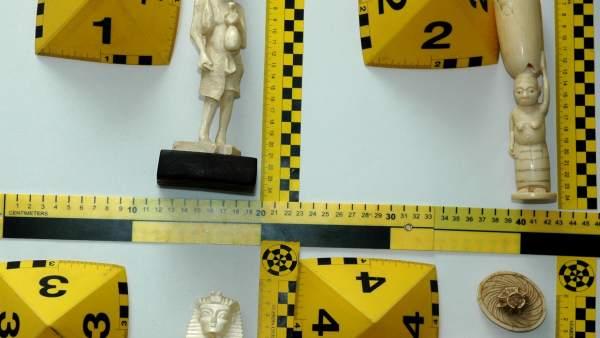 Figuras de marfil incautadas en Cuenca