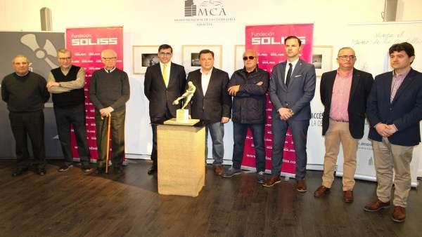 Obra ganadora del concurso sobre la escultura de Andrés Iniesta en Albacete