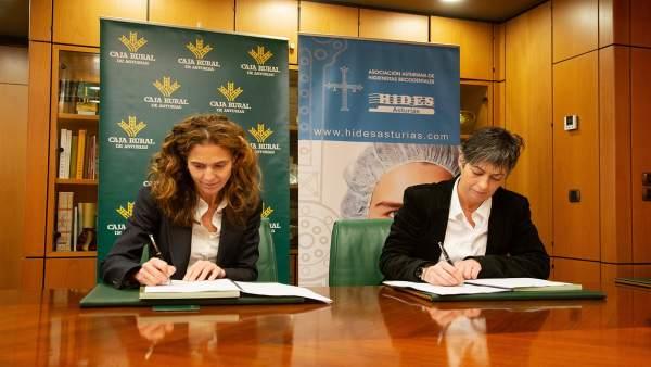 Firma del convenio de colaboración entre Caja Rural y la Asociación HIDES.