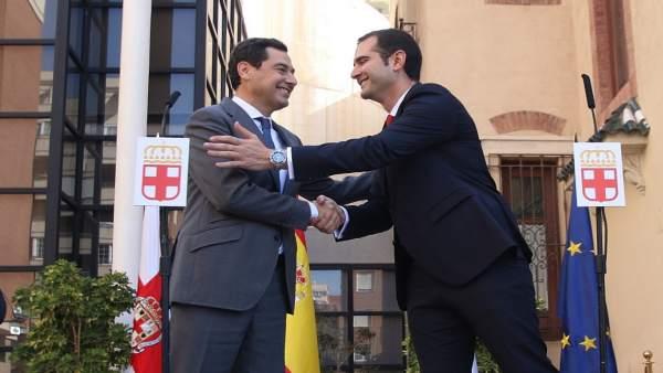 El presidente de la Junta, Juanma Moreno, se reúne con el alcalde de Almería, Ra