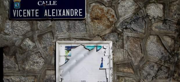 Placa de la calle Vicente Aleixandre.