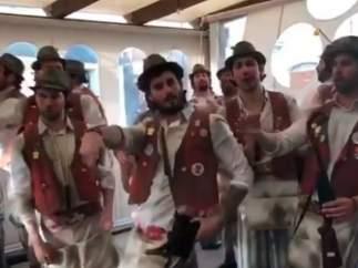 El grupo 'No me tires los tiritos en el pecho' hace una chirigota a Sergio Ramos