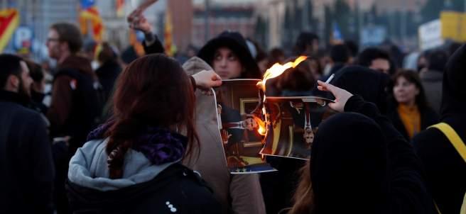 Los CDR queman fotos del rey