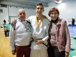 Sergio Ibáñez, con sus padres