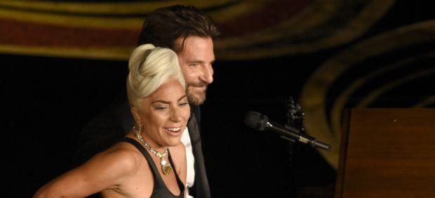 Lady Gaga y Bradley Cooper interpretan 'Shallow'