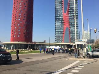 Agentes de los mossos protestando ante el congreso de móviles de Barcelona 2019 en su primera jornada.