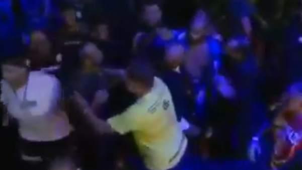 Erberth Santos se enfrenta con el público