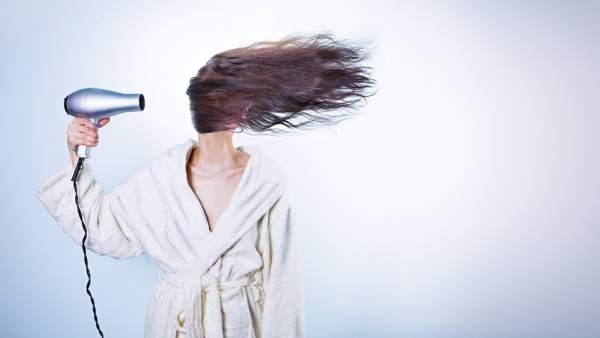 Cinco usos del secador de pelo que probablemente no sepas