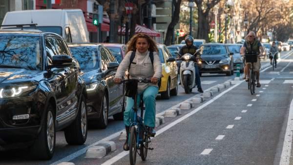 València apuesta por el peatón y la bici en el centro frente al modelo de Madrid