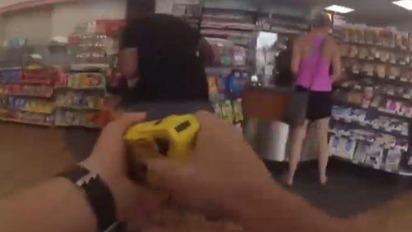 Brutalidad policial en un supermercado de EE UU d34e6c88f99