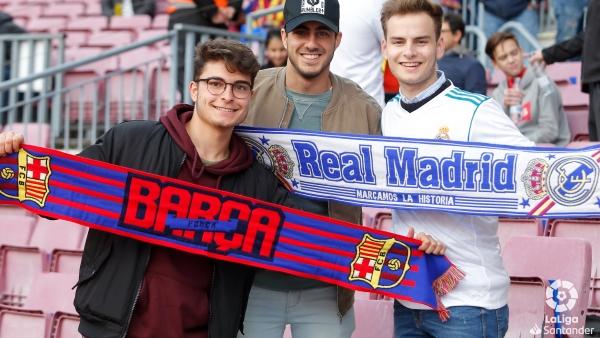Aficionados del Barcelona y el Real Madrid