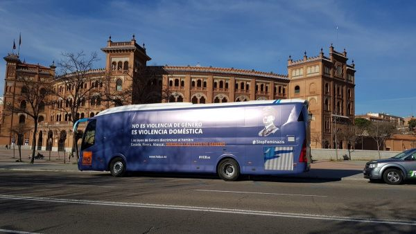 Un autobús contra el feminismo radical