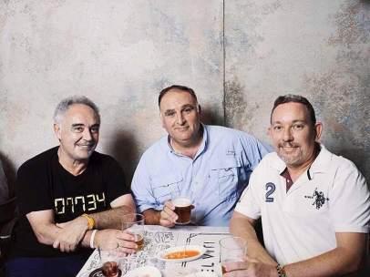 José Andrés junto a Ferran y Albert Adrià