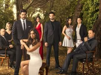 Reparto de la serie turca 'Kara Sevda', en Divinity.