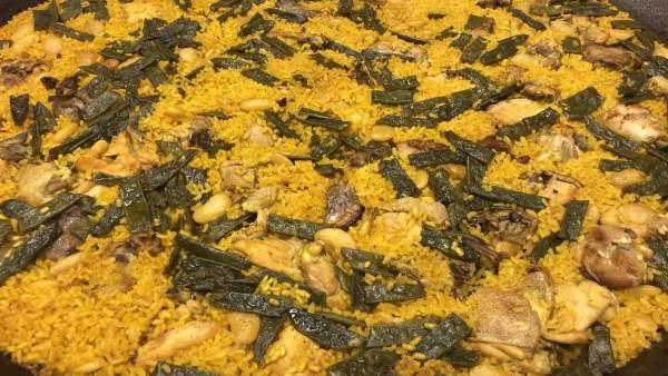 Paella típica valenciana
