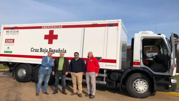 Entrega de un camión de emergencias a Cruz Roja