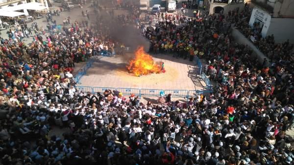 Cáceres se vuelca en la Fiesta de las Lavanderas y la quema del pelele que dan c