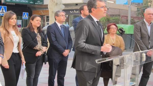 El alcalde José Ballesta en la segunda fase de peatonazalición de la Avenida Alf