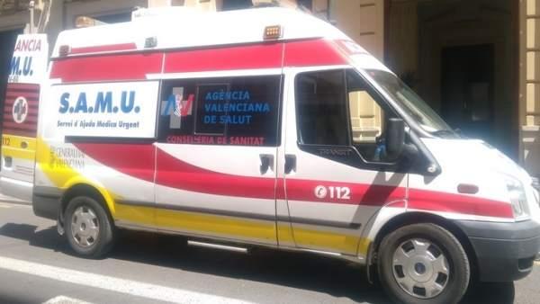 Una xiqueta pateix un traumatisme en el cap i una fractura en caure d'un segon pis a Burjassot