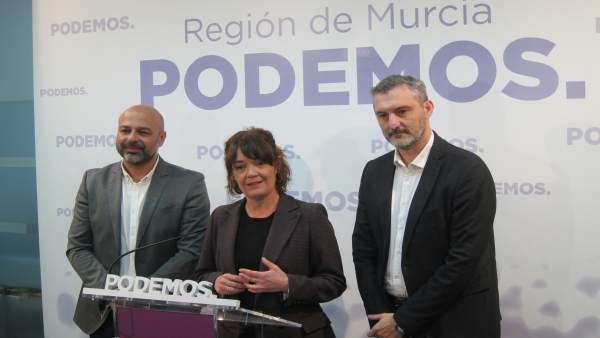 De izquierda a derecha, García Molina, Giménez y Urralburu, en la rueda de prens