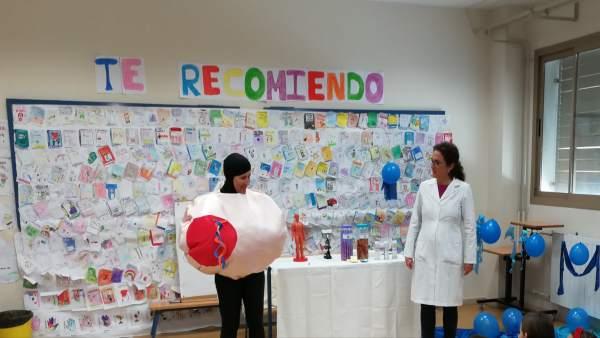 Más de 300 escolares participan en talleres infantiles sobre biomedicina y terap