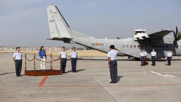 La ministra de Defensa, Margarita Robles, en la Base de Armilla