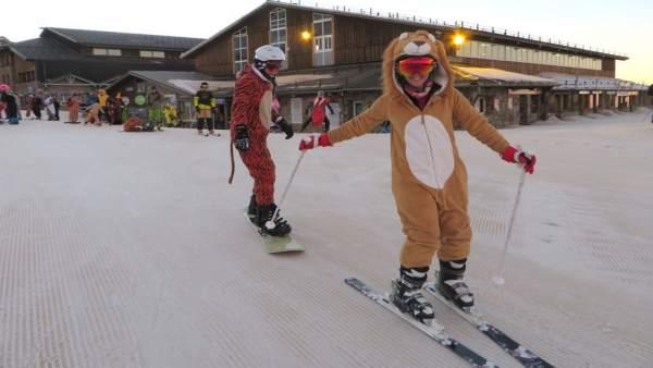 Sierra Nevada celebra este sábado el carnaval con un descenso de esquiadores dis