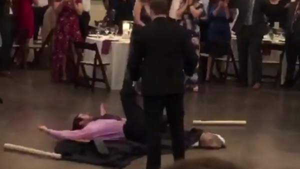 Momento en el que Boulanger lanza contra una mesa a Patin.
