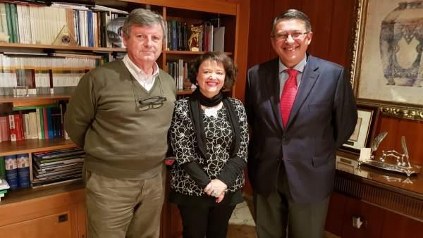 Valenzuela con los representantes de Córdoba Ecuestre