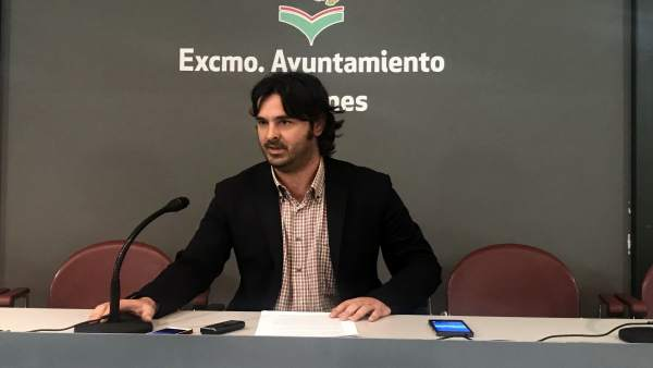 Llanes.- El Alcalde elogia a Ardines y carga contra el PSOE