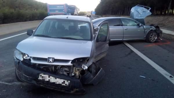 Sucesos.- Un accidente de tráfico provoca una retención de seis kilómetros en la