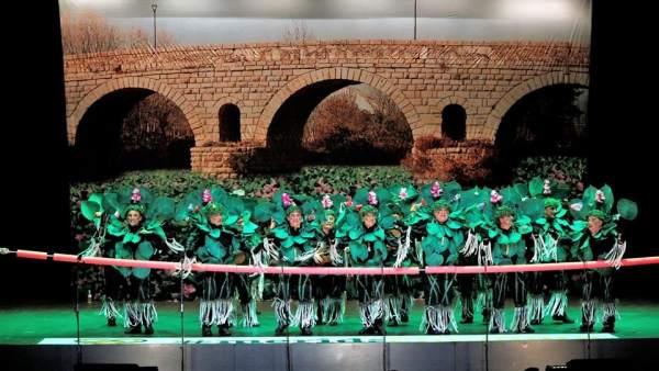 La comparsa La Marara, caracterizada de camalote, en el Carnaval Romano