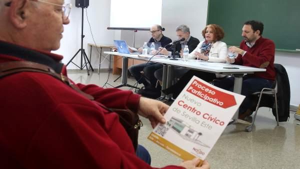 Sevilla 27 02 2019. La Delegada Del Distrito Adela Castaño, Asiste A La Reunióm