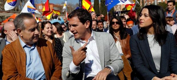 Albert Rivera junto a Inés Arrimadas y Celestino Corbacho