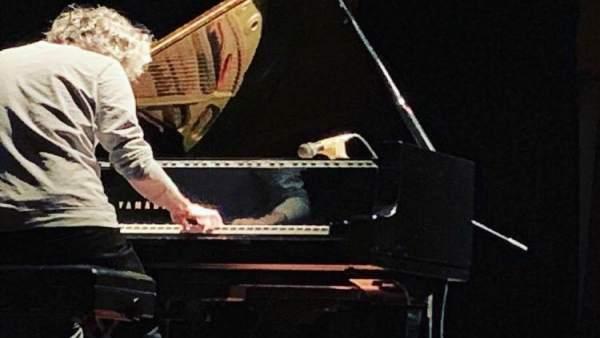 James Rhodes ofrece un concierto en la prisión de A Lama (Pontevedra) .