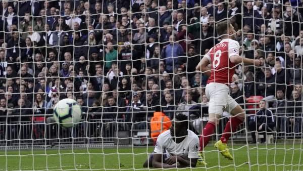 Aaron Ramsey marca ante el Tottenham