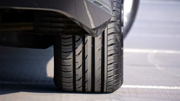 ¿Cuál es la presión adecuada para las ruedas de mi coche?