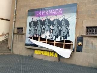 El estado en que ha quedado el mural 'La Mandada' de Olot.