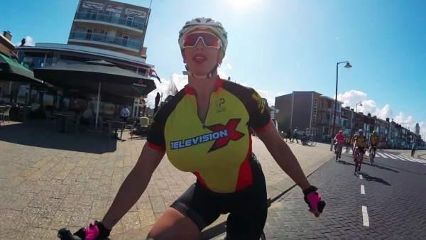 Rebecca More del Porn Pedallers Cycling Club