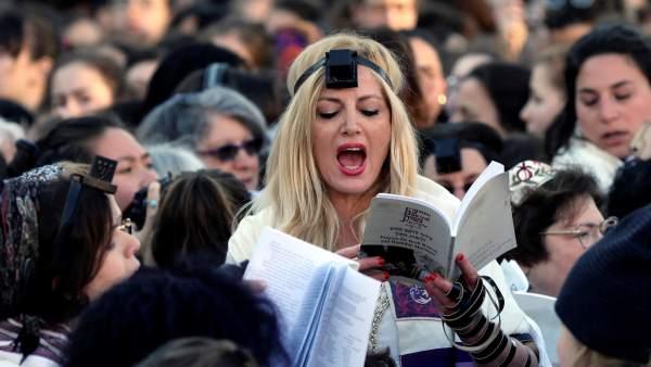 Las 'Mujeres del muro' rezan en Jerusalén