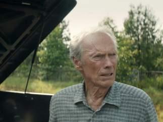 Clint Eastwood vuelve al cine como director y actor en 'Mula'