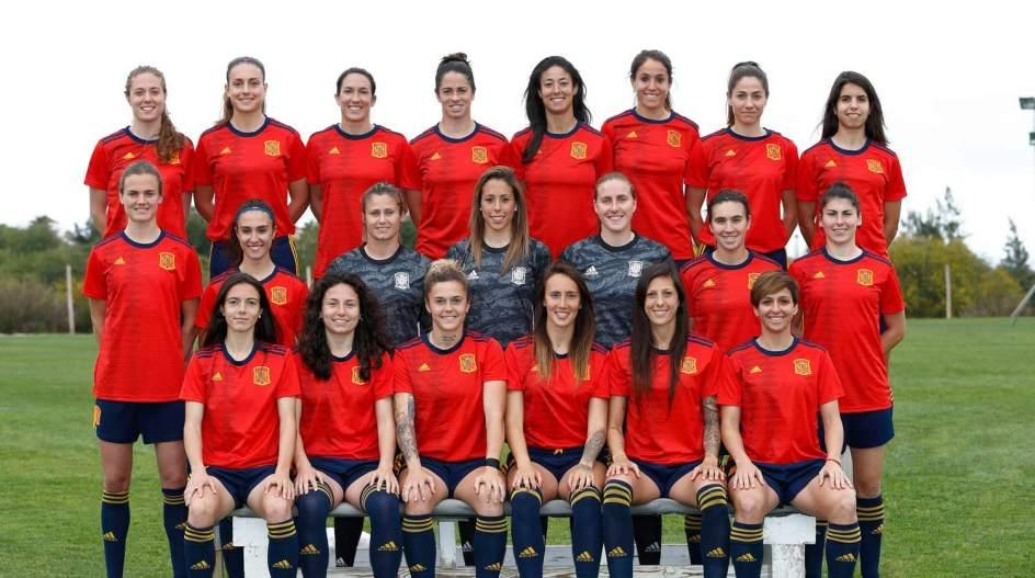 c1a1c09ba1aaa Fotos  Así es la camiseta de la Selección Española Femenina para el ...