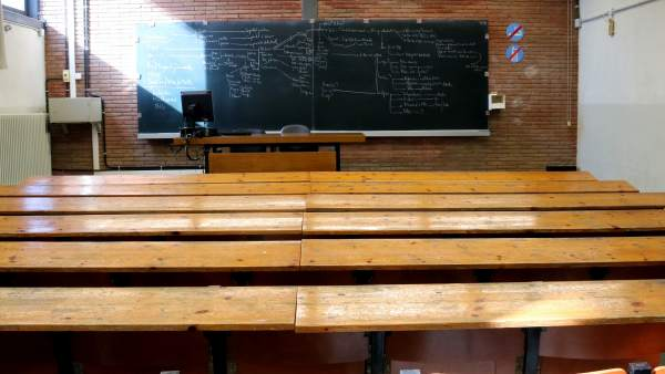 Imagen de las aulas de la UB vacías por el 8-M