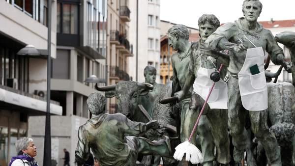 Sanfermines con delantal durante el Día de la mujer / EFE