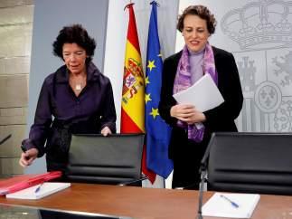 Isabel Celaá y Magdalena Valerio (d)