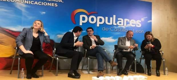 Mañueco rescata el plan de Rajoy para llevar internet 'al cien por cien' de los