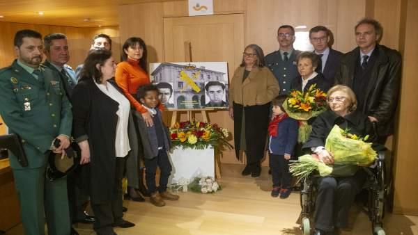 Música y flores en memoria de los dos guardias civiles asesinados por el Grapo e