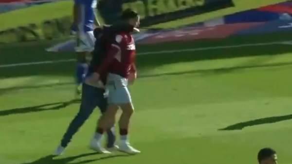Agresión al capitán del Aston Villa
